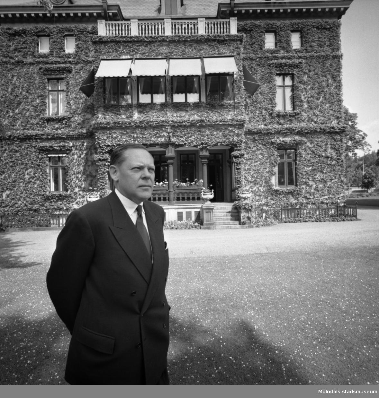 Disponent Hans Hulthén utanför Villa Papyrus i Mölndal, 15/6 1995.
