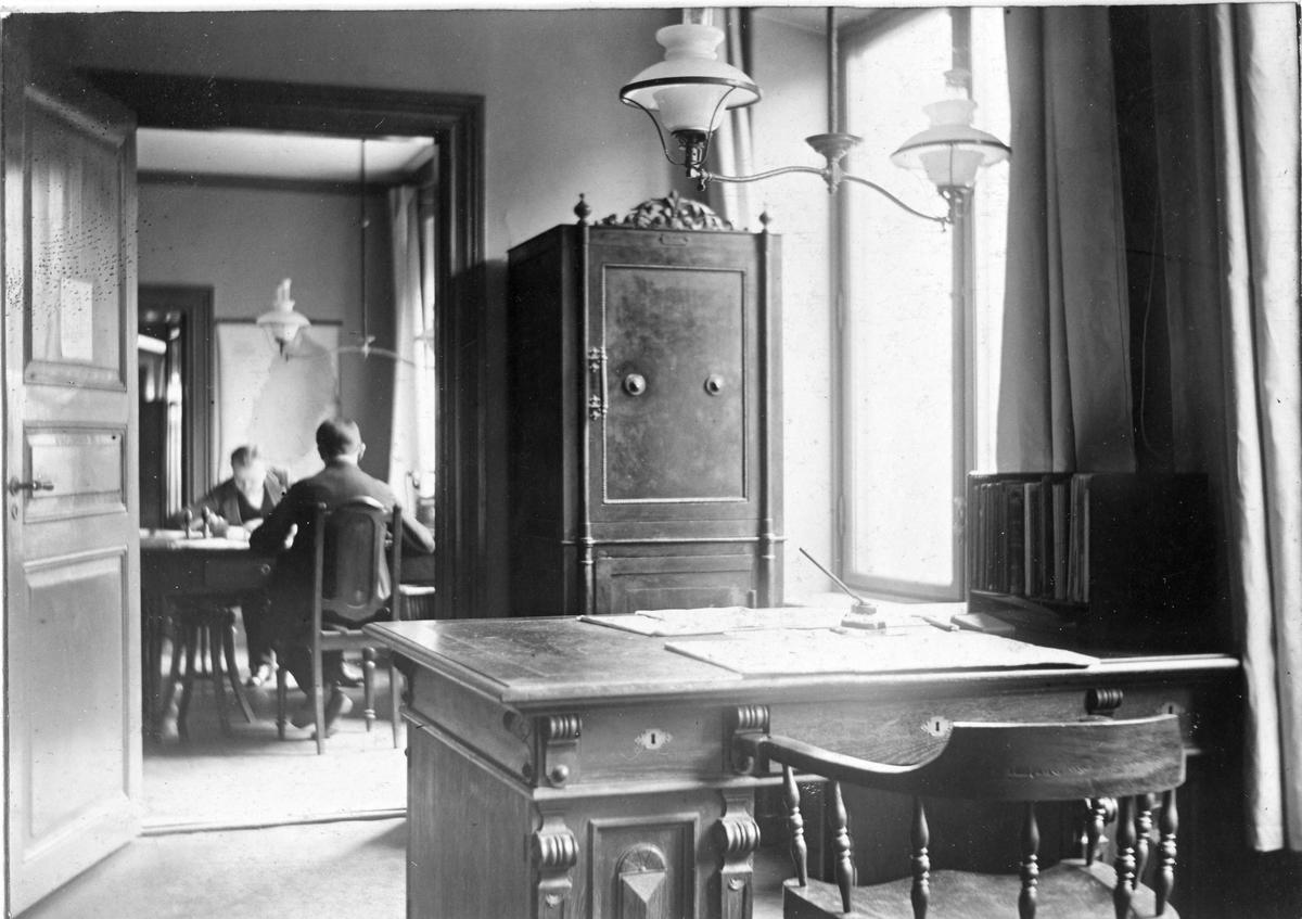 Postmästare K E Paulssons rum i posthuset Ystad, 1912.