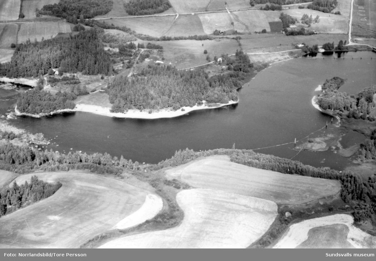 Flygfoton över Ljungans dalgång vid lågvatten. Stöde, Viskan, Torpshammar, Fränsta, Ljungaverk.