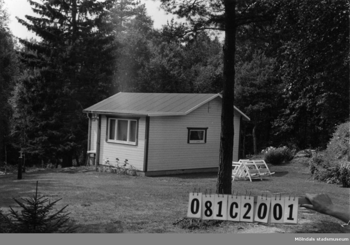 Byggnadsinventering i Lindome 1968. Knipered 3:14. Hus nr: 081C2001. Benämning: fritidshus och gäststuga. Kvalitet: god. Material: trä. Tillfartsväg: framkomlig.