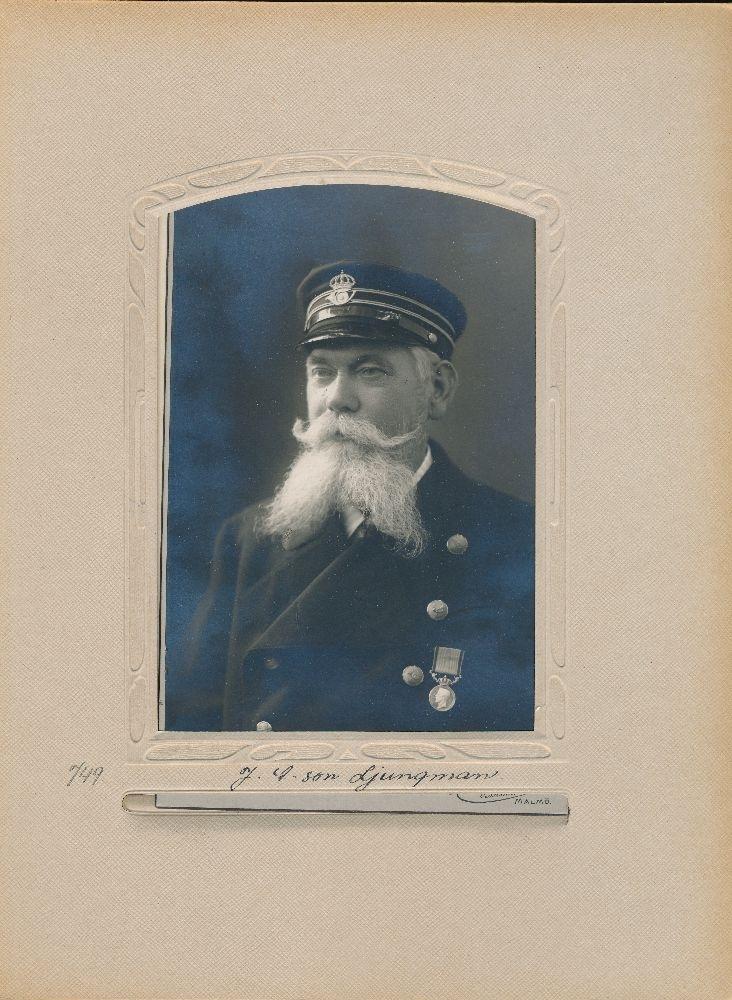 Porträtt av Jacob Andersson Ljungman, förste postvaktmästare i Malmö från 1909.