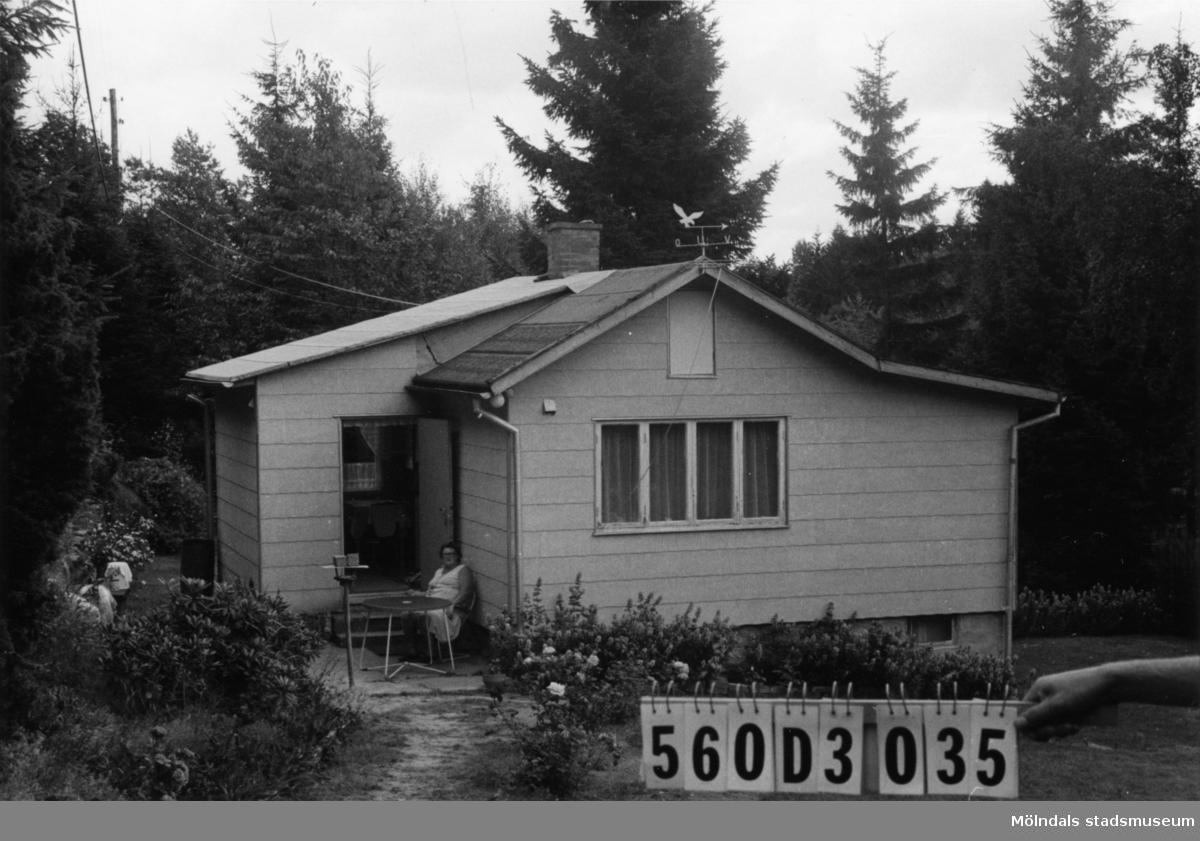 Byggnadsinventering i Lindome 1968. Fagered 2:25. Hus nr: 560D3035. Benämning: fritidshus och redskapsbod. Kvalitet: god. Material, fritidshus: eternit. Material, redskapsbod: trä. Tillfartsväg: framkomlig. Renhållning: soptömning.