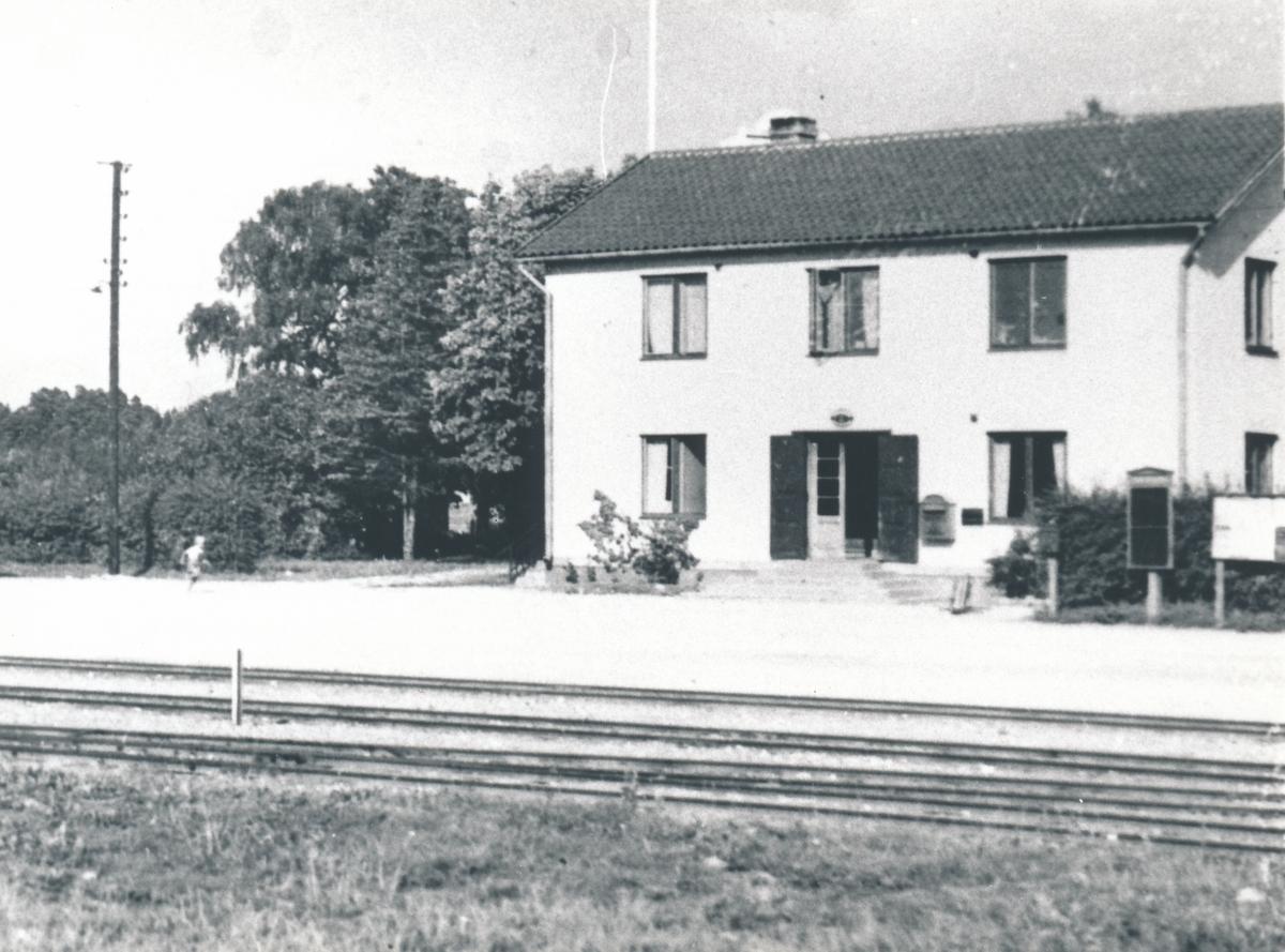 Fotografi föreställande exteriören där Postkontoret Klintehamn låg 1934-1946.