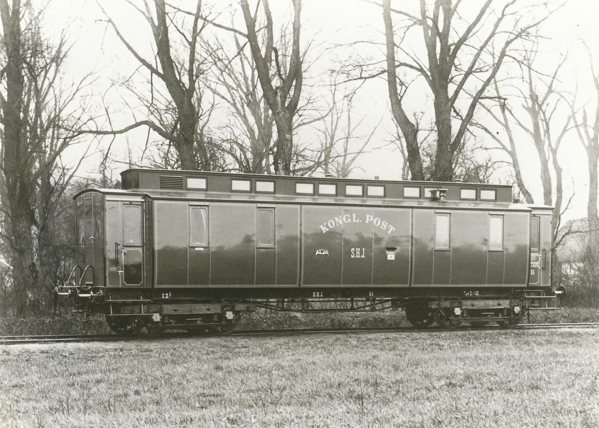 Postvagn Litt CDb nr 64, på järnvägssträckan Helsingborg - Halmstad från 1888.