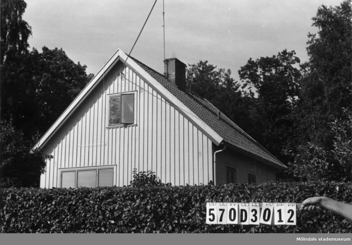 Byggnadsinventering i Lindome 1968. Annestorp 1:54. Hus nr: 570D3012. Benämning: permanent bostad. Kvalitet: mycket god. Material: trä. Tillfartsväg: framkomlig. Renhållning: soptömning.
