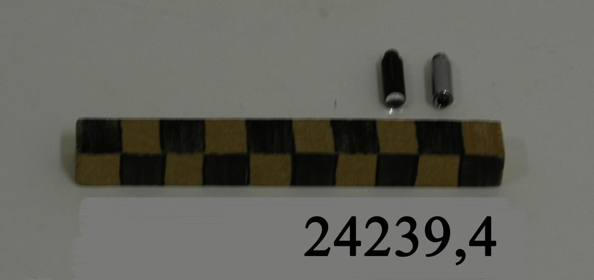 Två stycken cylinderformade lampor av metall med skruvgängad fattning.
