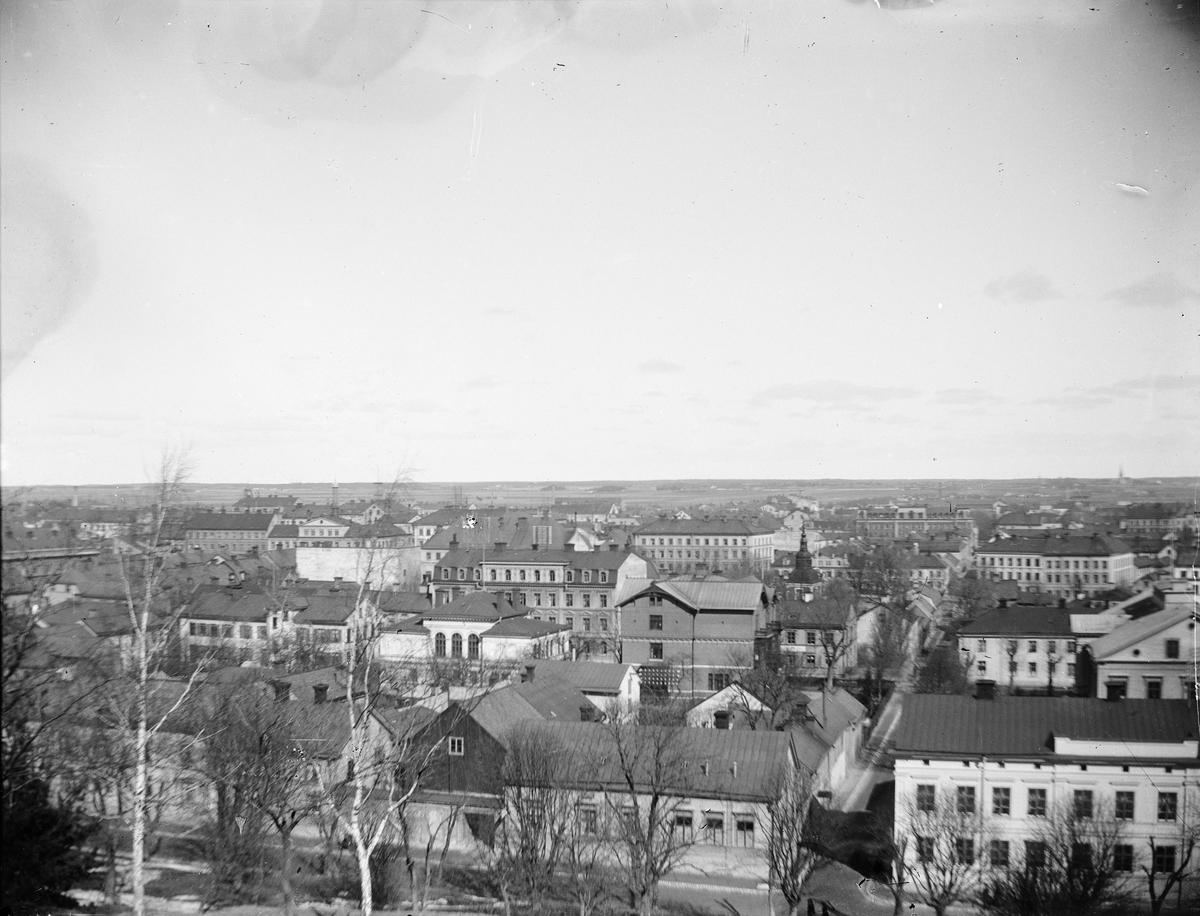 Vy över Uppsala från Slottsbacken, 1900 - 1901