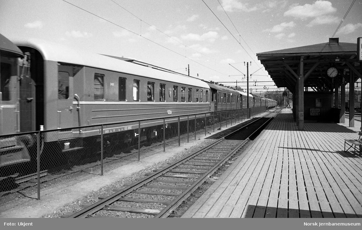 NSBs nye kongevogn, litra Ao nr. 24001, i Nordlandsbanens åpningstog på Oslo Ø