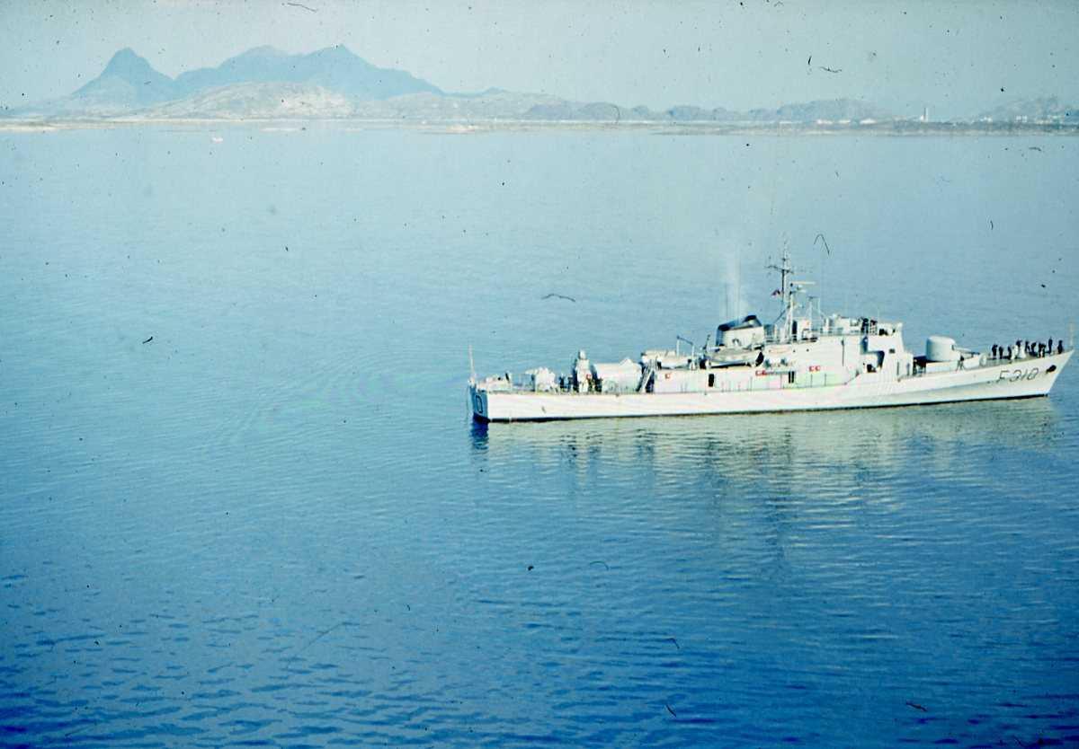 Norsk fartøy av Sleipner - klassen med nr. F-310 og navnet er Sleipner.