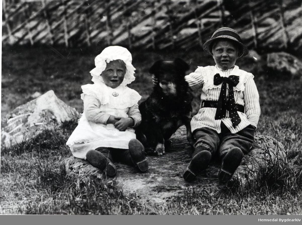 Gunhild N. Jordheim, gift Thorset, fødd 1917 og Svein N. Jordheim, fødd 1915