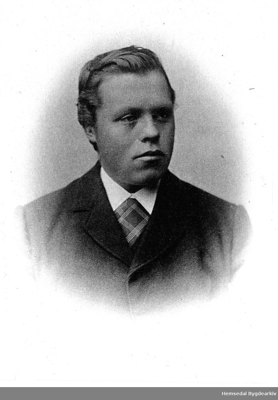 Per O. Løvehaug (1872-1908). Han var git med Birgit Hovde (1873-1950). dei emigrerte til USA der Per døydde. Kona flytta då attende til Hemsedal og busette seg på Tuvsbakka på Bruheim.