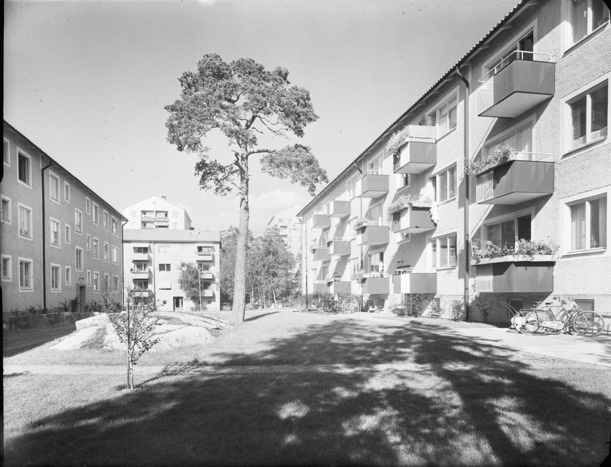 Flerbostadshus med gård, Lotterivägen, Hägerstensåsen Exteriör