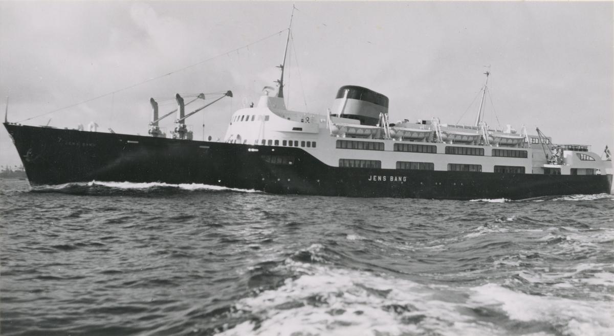 Fartyg: JARLSBERG                      Bredd över allt 7,2 meter Längd över allt 41,5(pp) meter  Rederi: A/S Tönsberg & Hortens Dampskibsslsk Byggår: 1912 Varv: Lindholmens Verkstad
