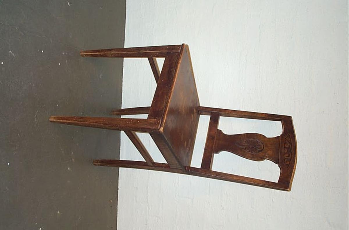 Form: Enkel utskjering i ryggstolpe