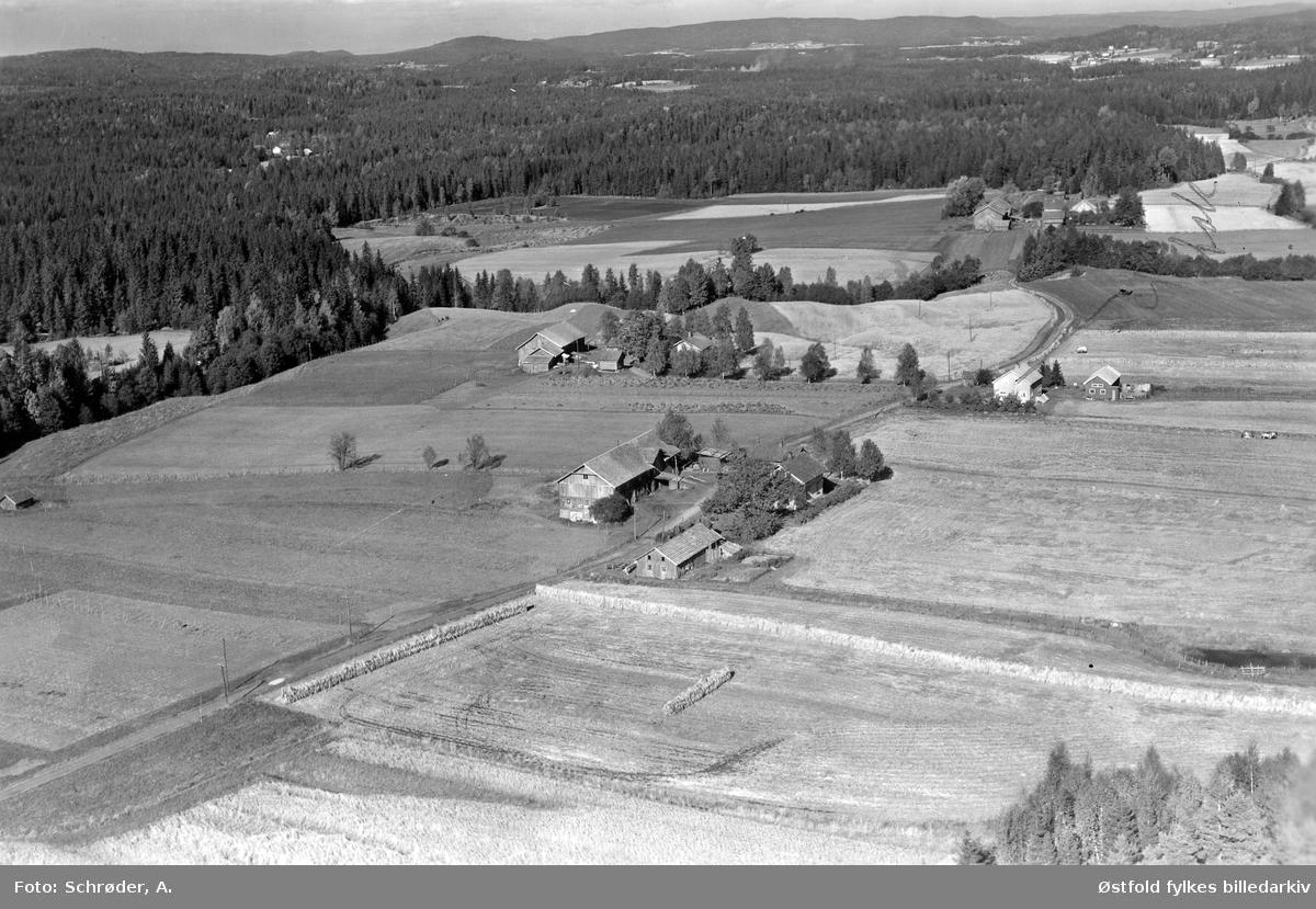 Gården Hallerud i Eidsberg, flyfoto fra 26.september 1957.