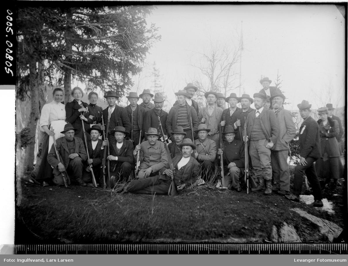 Gruppebilde av et skytterlag.