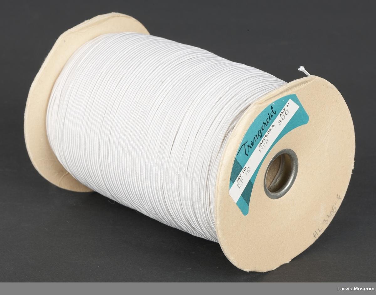 """Metervare med """"bukse""""-strikk på en pappspole"""