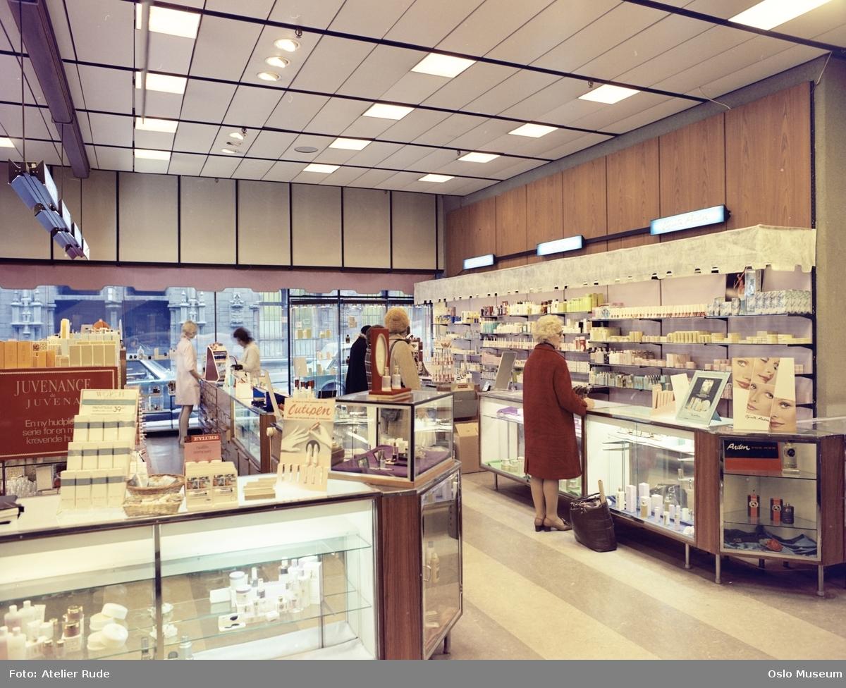 Steen & Strøm stormagasin, interiør, parfymeri, kvinner, kunder, ekspeditriser