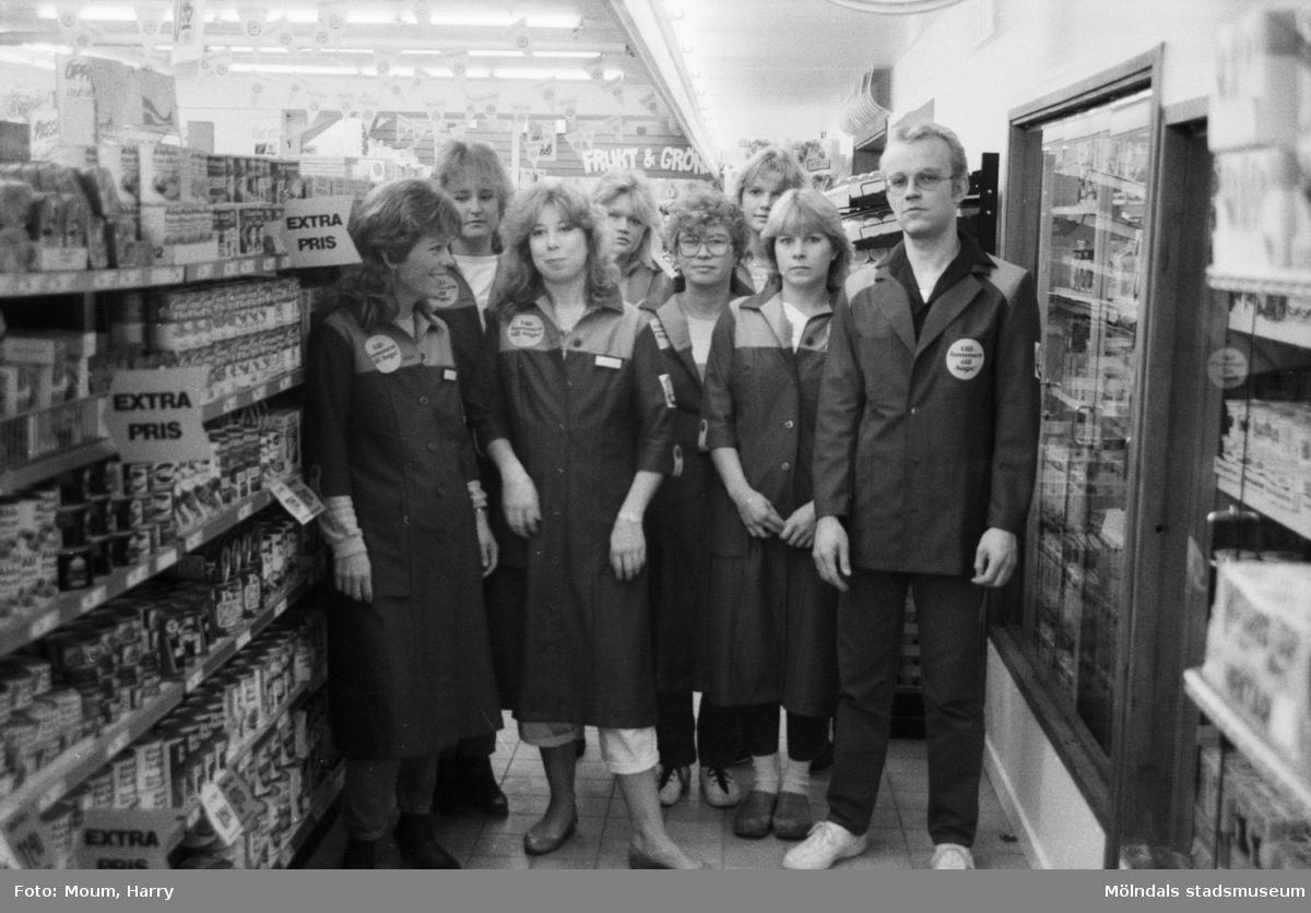 Livsmedelsaffär nyöppnar i Bölet i Kållered, år 1984.  För mer information om bilden se under tilläggsinformation.