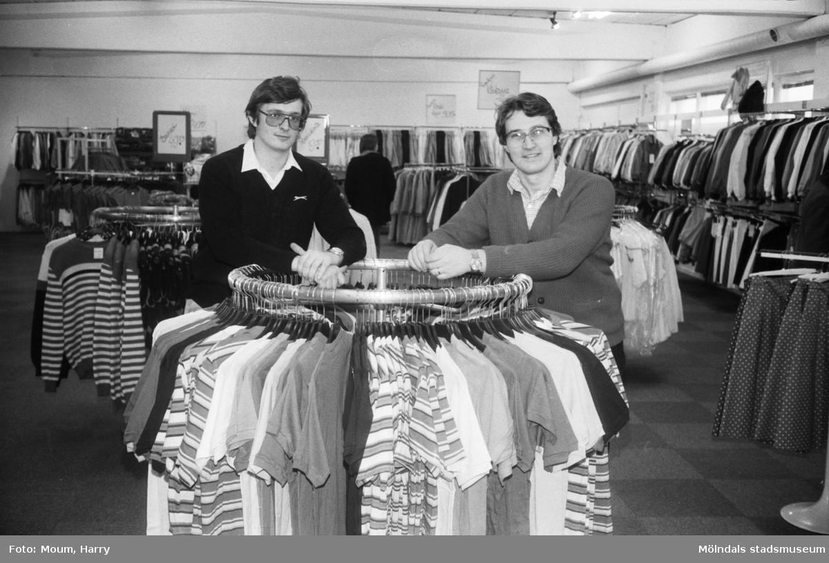 """Klädlandet på Bangårdsvägen i Kållered, år 1983. """"Jan Bark och Malte Calén har öppnat Kläd-landet i Kållered.""""  För mer information om bilden se under tilläggsinformation."""