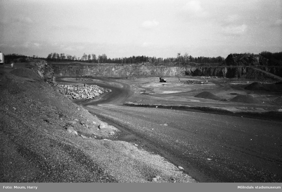 Stenbrottet Sabema i Kållered, år 1983.  För mer information om bilden se under tilläggsinformation.