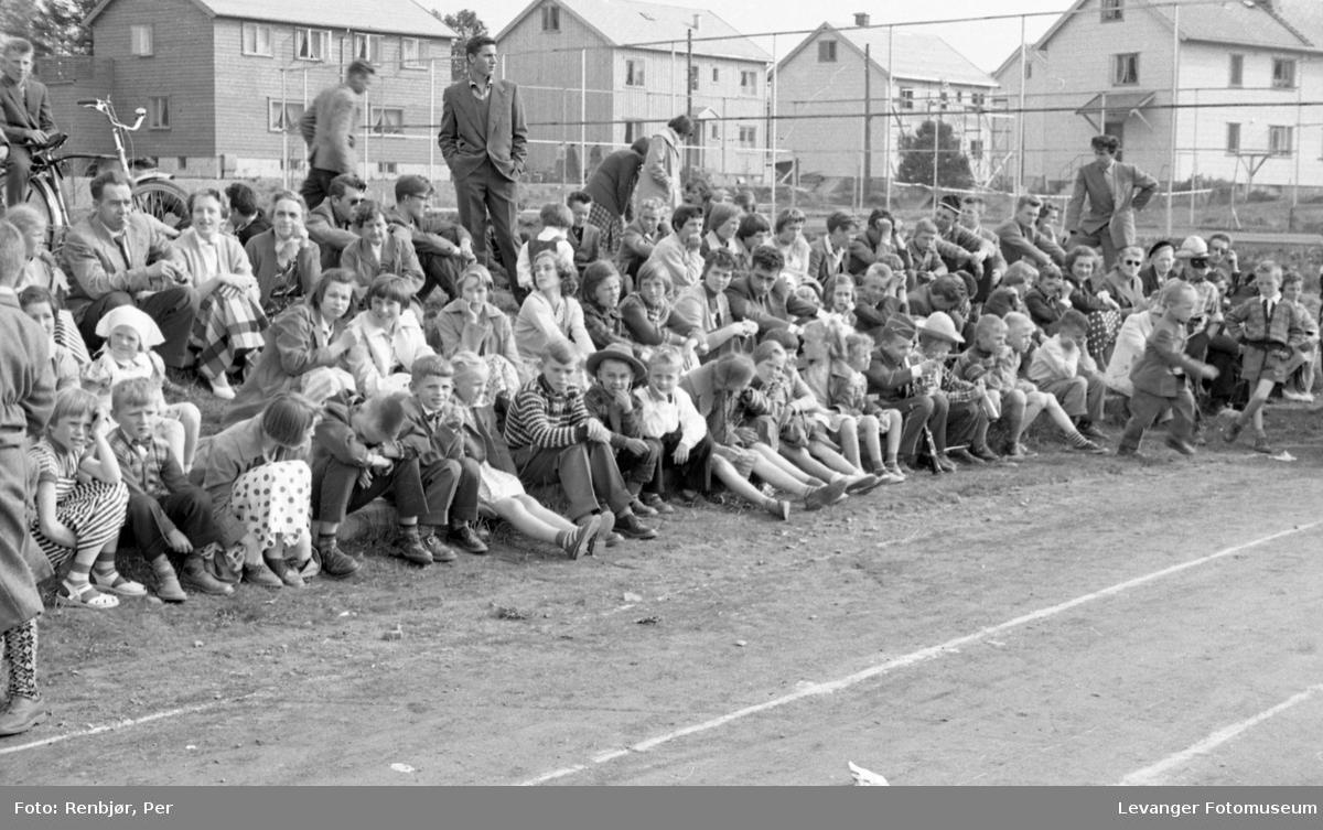 Barnas dag, Levanger, publikum på stadion.