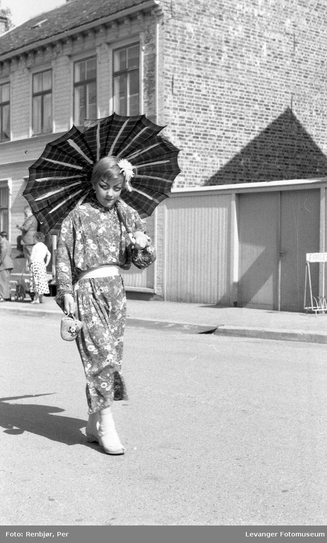 Barnas dag, Levanger, jente utkledd i en japan inspirert kimono.