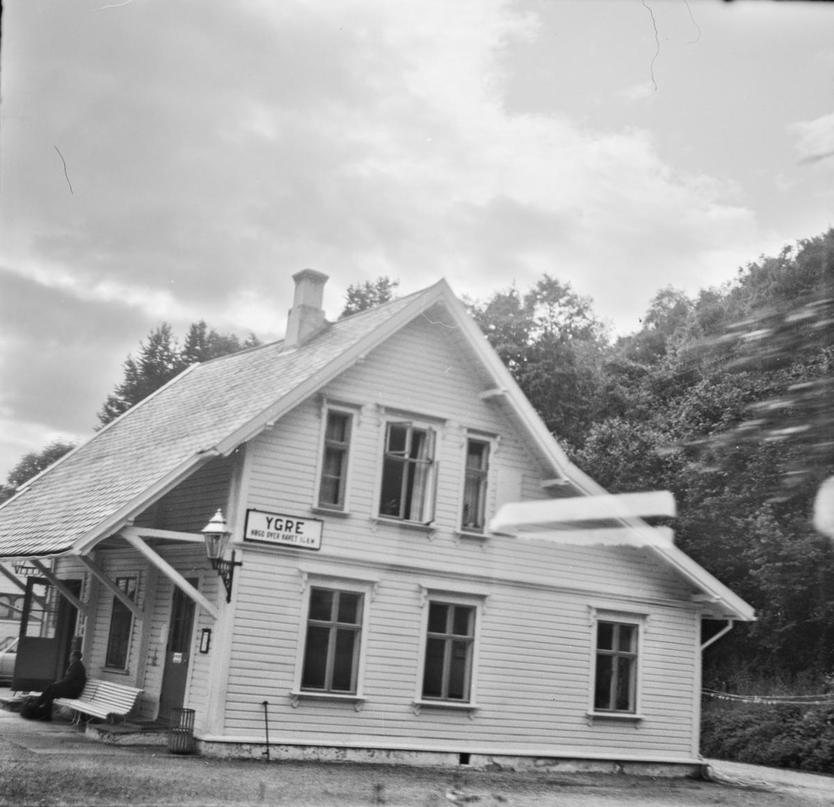 Ygre stasjon på Bergensbanen. Bygningen ble opprinnelig oppført på Nesttun stasjon på Vossebanen, men ble flyttet til Ygre etter Bergensbanens åpning.