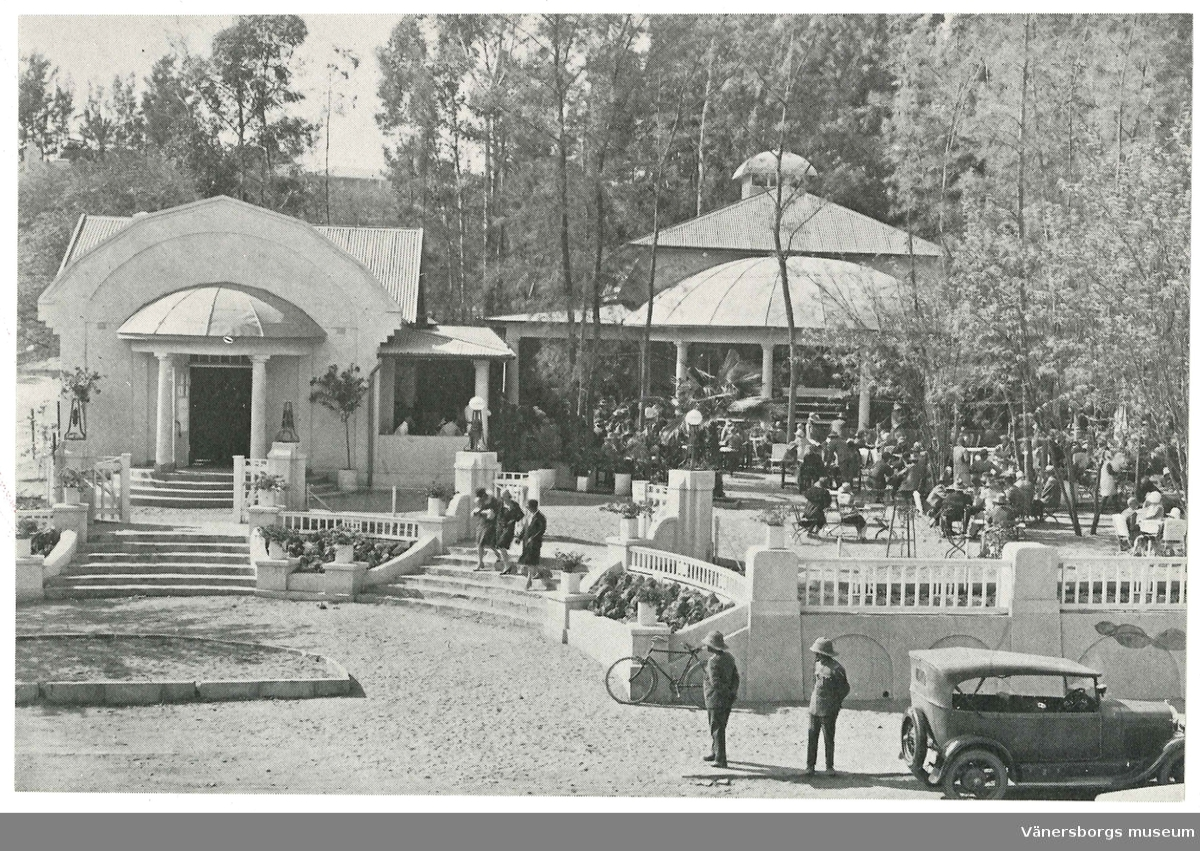 Vykort med motiv: Café Zoo.  Ingår i en samling vykort som är reproduktioner gjorda 1985 av original  från ca 1900-1950. Fotona visar byggnader och miljöer i Windhoek Namibia.