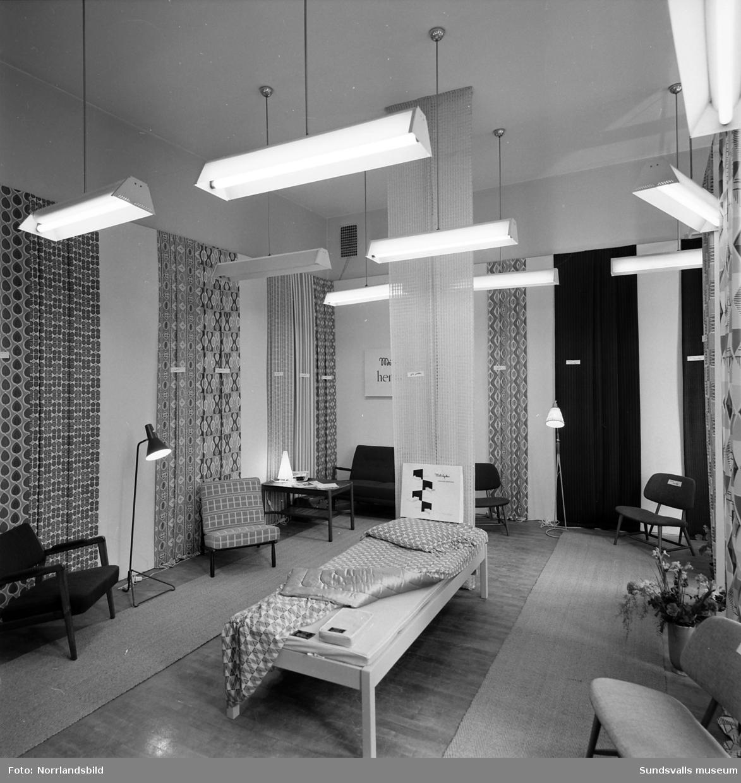 Mölnlycke väveri, monter på Sundsvallsmässan 1954. Gardiner ...