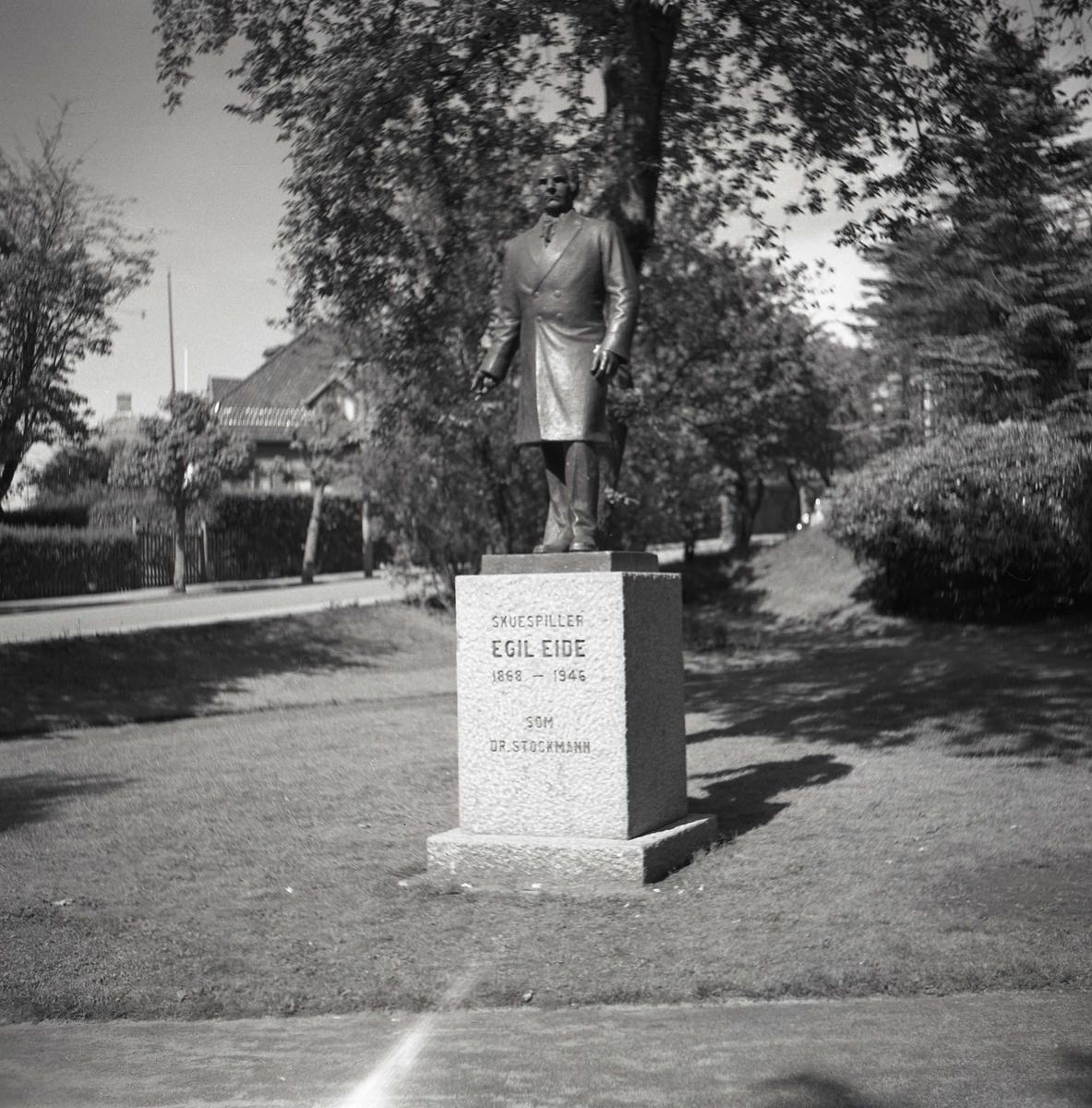 Skulptur - minnesmerke - park
