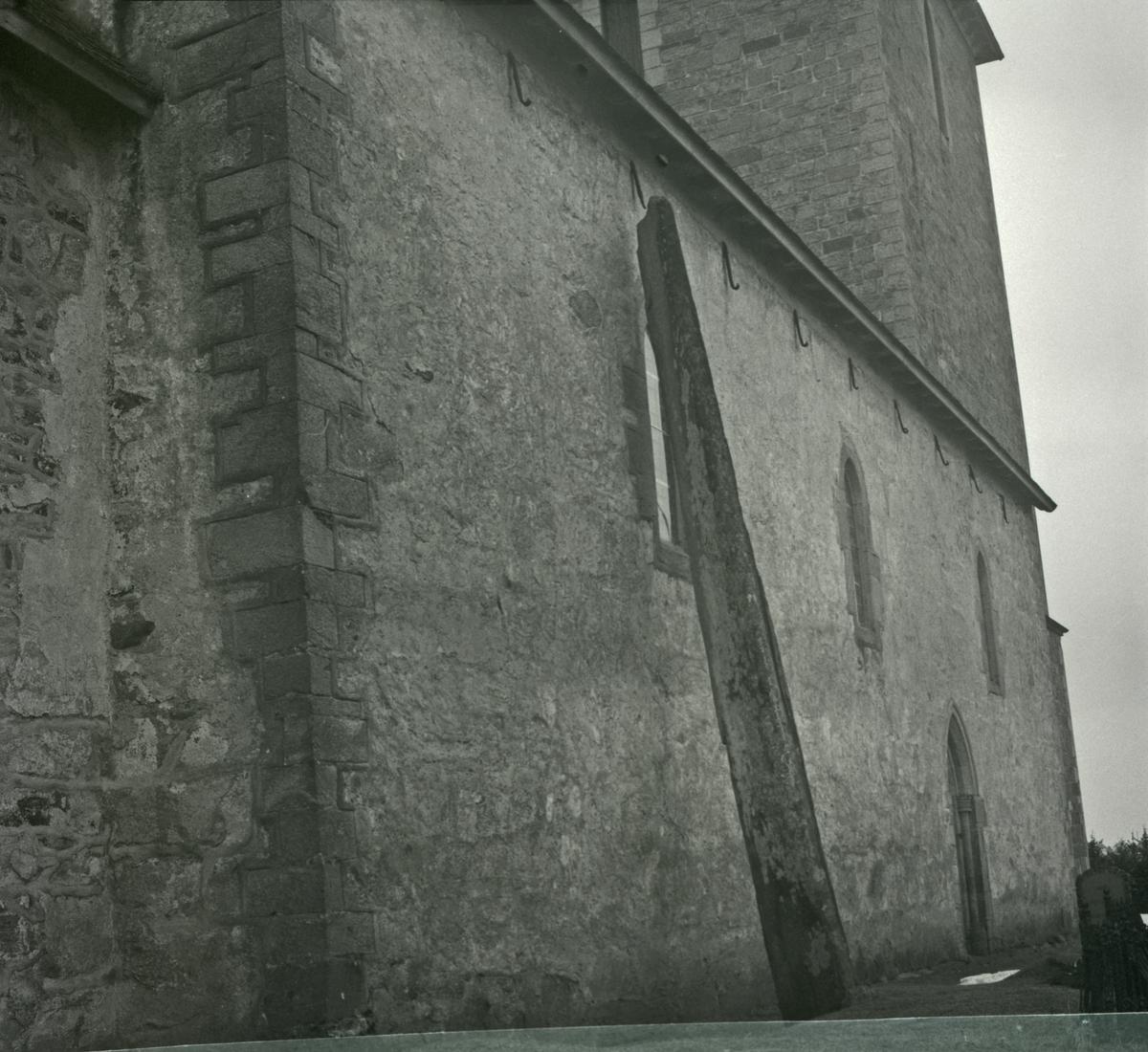 Karmøy - Avaldsnes Kirke og graveren.