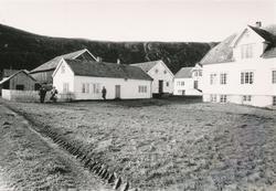 Dokumentasjonsbilder i serie av Ullagarden på Haramsøya.