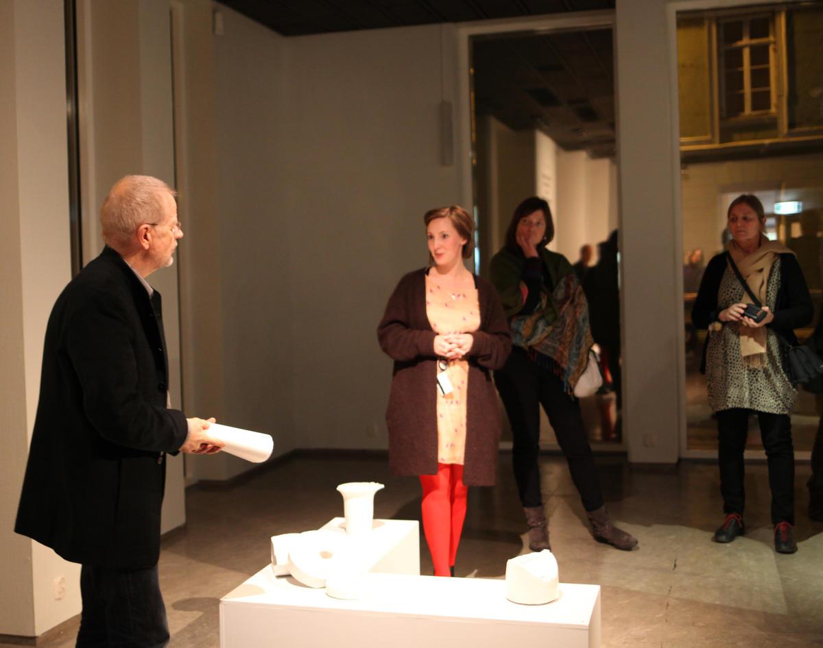 Artist's talk mellom kunstner Jens Erland og kurator. Foto: NKIM