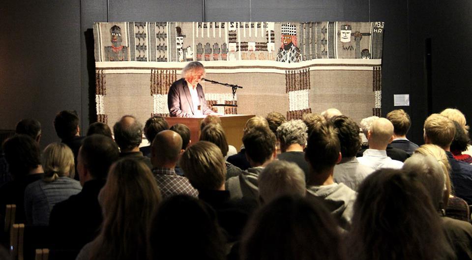 Foredrag med Dag Solstad. Foto: NKIM