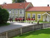 Soldater i storgata. Foto/Photo