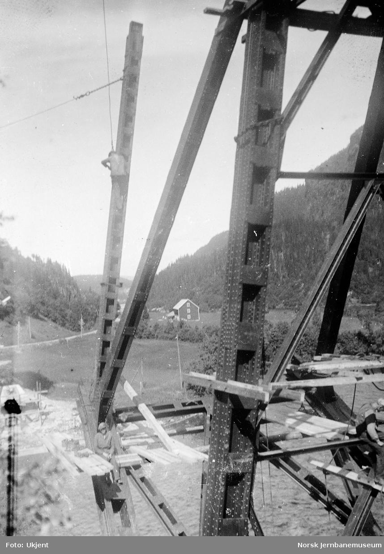 Bru over Namsen ved Buneset : vertikal 2-3 (syd)
