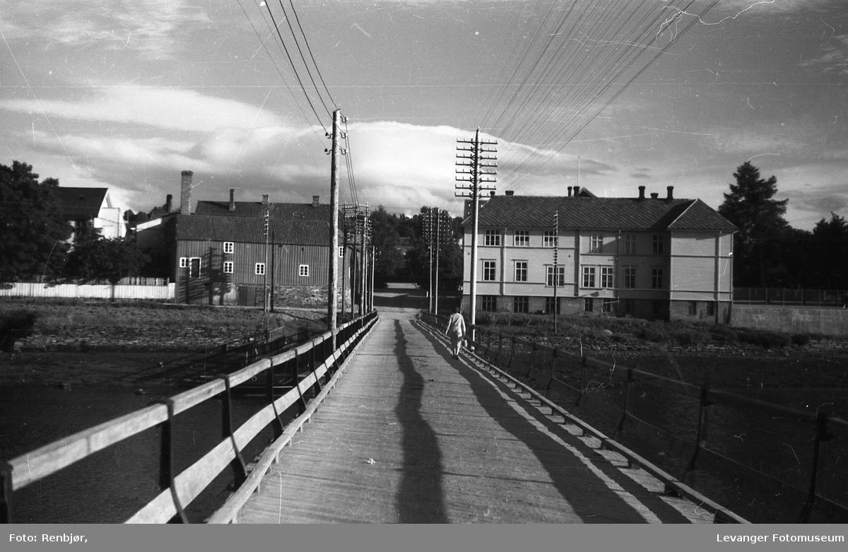 Levangersundet Over Sundbrua og inn i Grønns gate.