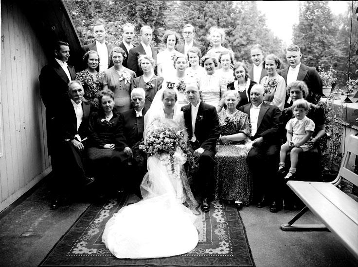 2d421655b253 Bröllop, brudpar och bröllopsgäster. Fabrikör G. Andersson - Örebro läns  museum / DigitaltMuseum