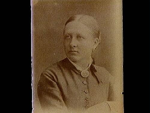 En äldre kvinna, bröstbild.Beställare: fröken Aina Biberg.