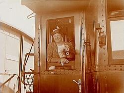 Centralstationen, en kvinna på tåget.Sam Lindskogs familjeb