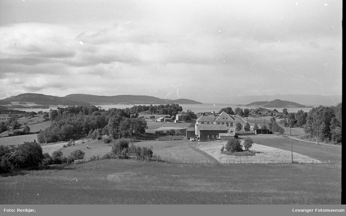 Nesheim skole og Hestøya.