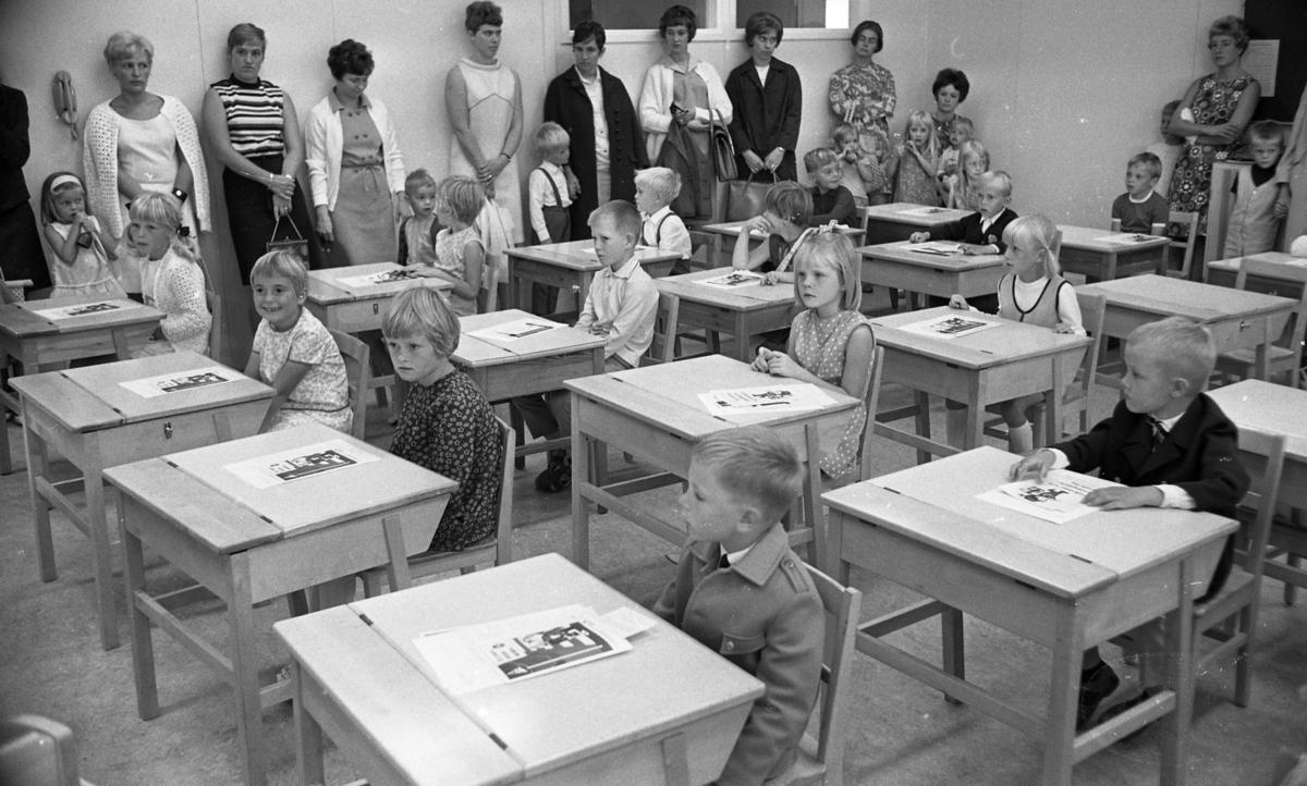 Skolstarten 29 aug.1967. Varbergaskolan.