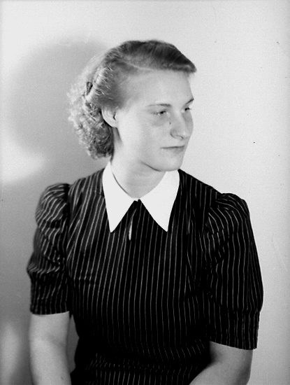 En ung kvinna, bröstbild.Ingrid