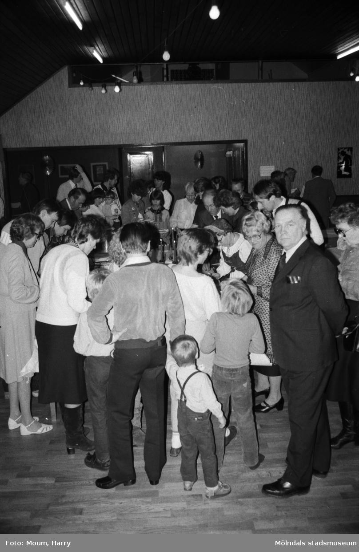 Lindome hembygdsgilles julgille på Hällesåkersgården i Lindome, år 1984.  För mer information om bilden se under tilläggsinformation.