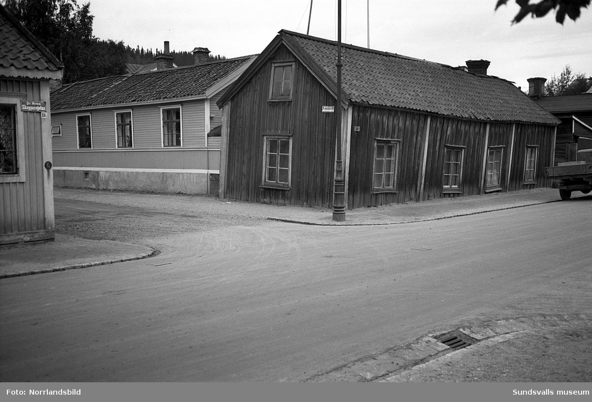 Fiskarsläkten Häggs gård i kvarteret Ryssjan på Norrmalm, Skepparegatan 18 med gaveln mot Johannesgatan.