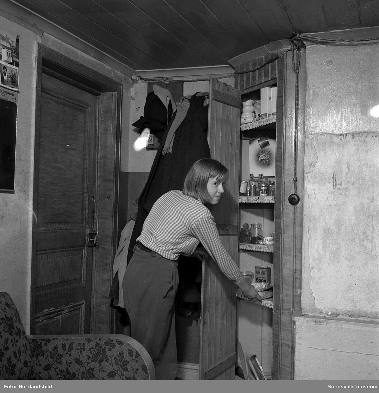 Reportagebilder hemma hos en trångbodd barnfamilj på Bleckslagaregatan 16 på Södermalm i Sundsvall.