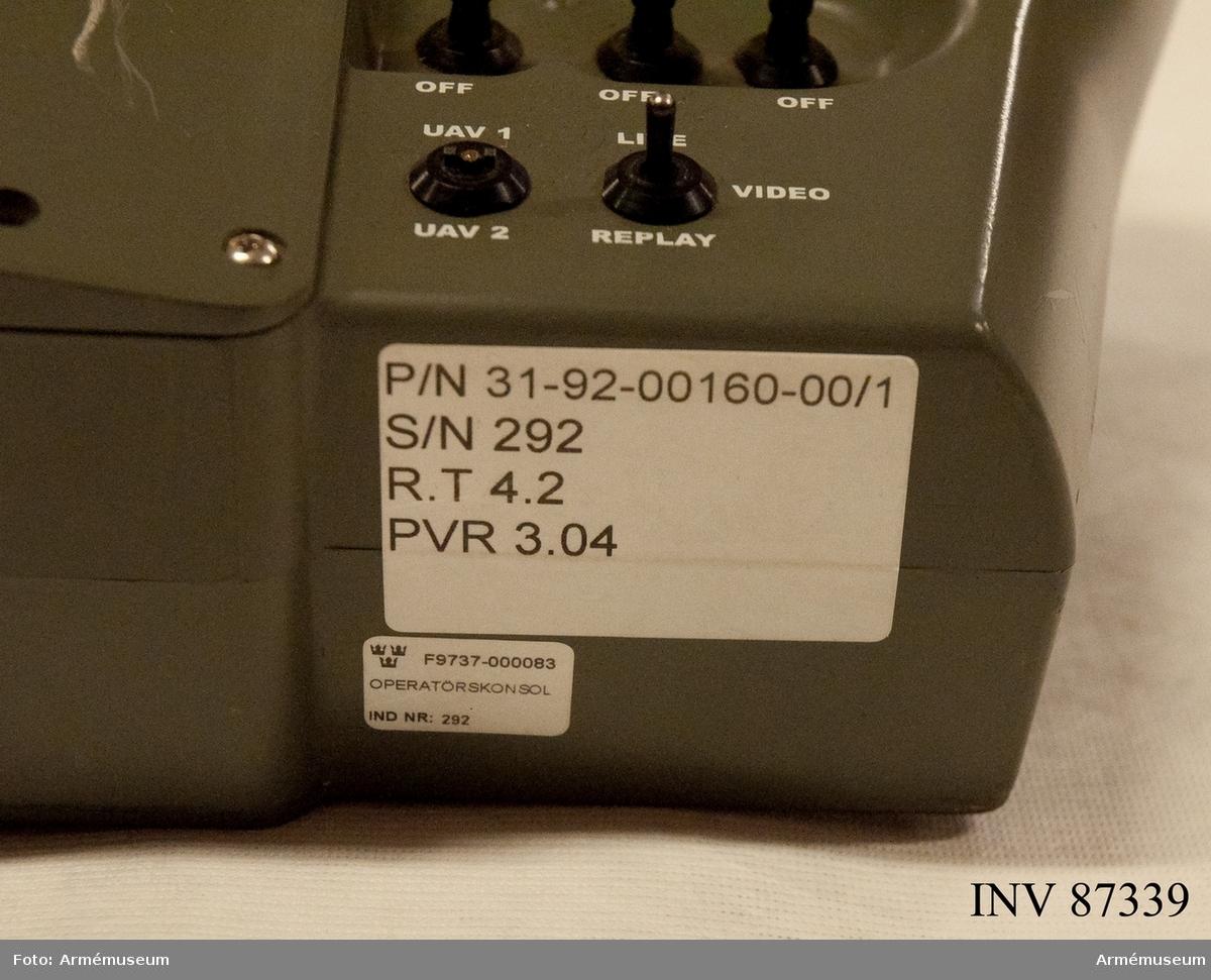 F9737-000020 Markdataterminal F9737-000084 Dator bärbar CF-19 F9737-000085 Operatörpanel F9737-000083 Operatörskonsol F9737-000014 Dipolantenn lång F9737-000012 Dipolantenn kort F9737-000025 Antennrotor F9737-000061 Kabel W157 F9737-000021 Kablage W167 F9737-000051 Mörkläggningsutrustning