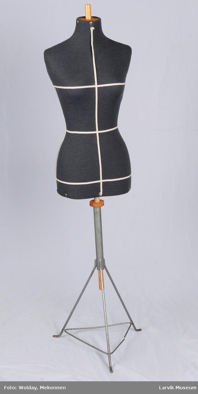 Til modellering og prøvetaging av dameklær. Størrelse 40.
