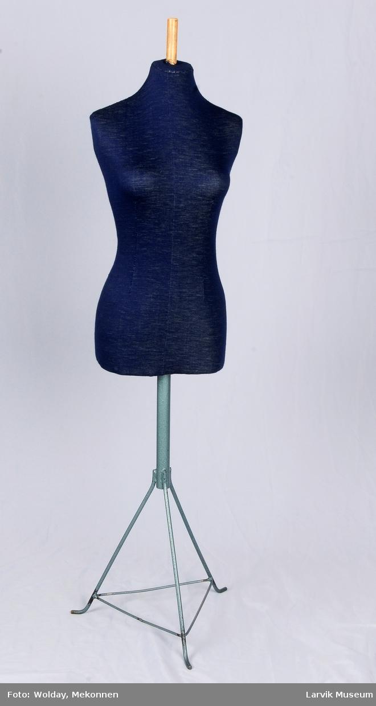 Til modellering og prøvetaging av dameklær. Størrelse 40, Teenage.